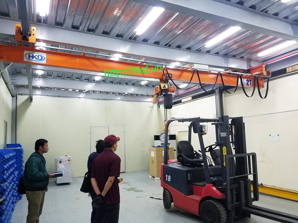 Thử tải cầu trục treo dầm đơn 2 tấn Anh của 1 tấn